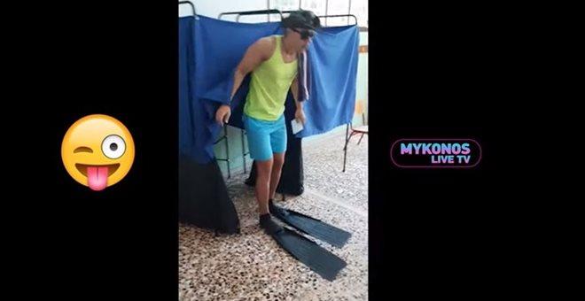 Με τα βατραχοπέδιλα ψήφισε ο Αγάπη μόνο-Τάσος Ποτσέπης — ΣΚΑΪ (www.skai.gr)